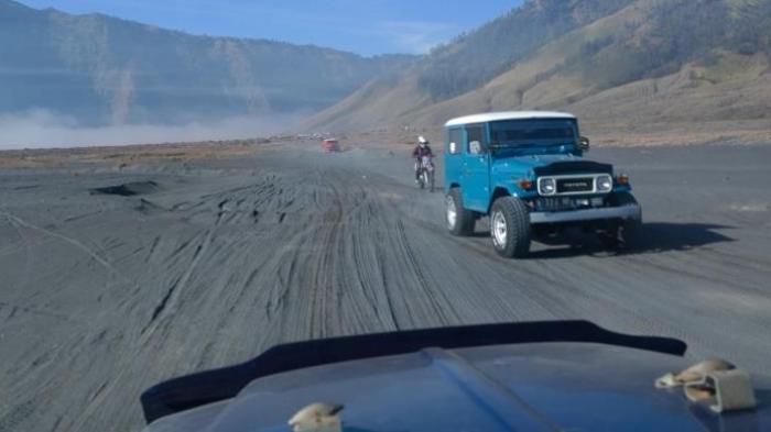Naik jip di Gunung Bromo Tengger