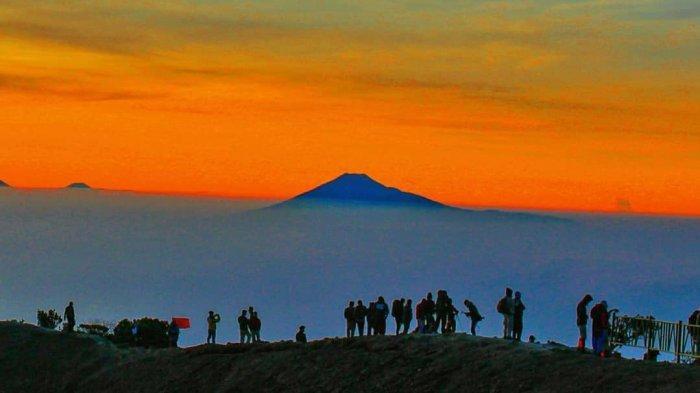 Jalur Pendakian Gunung Ciremai Kembali Dibuka, Kuota Dibatasi hingga Pesan Tiket Secara Online