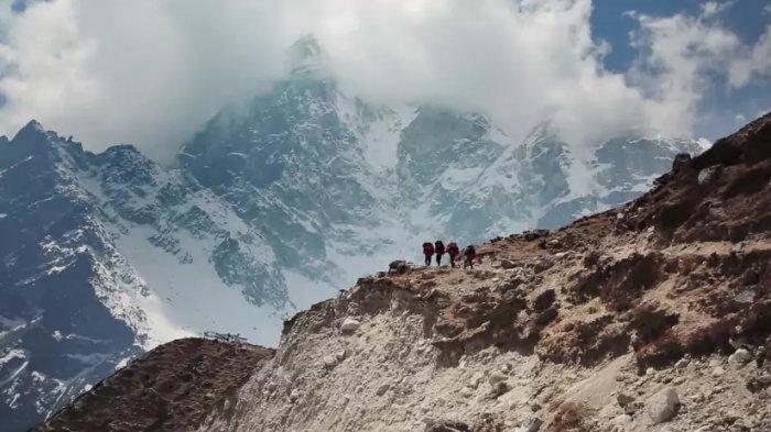 Nepal Larang Penggunaan Plastik Bagi Pendaki Gunung Everest