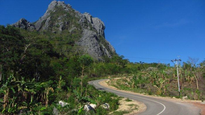 Mendaki Gunung Fatuleu di Kupang, Jalur Pendakian Melewati Sela-sela Batu Karang