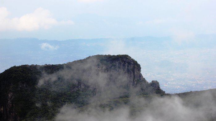 Jalur Pendakian Gunung Gede Pangrango Dibuka Kembali, Ini Syarat yang Harus Dipatuhi Pendaki