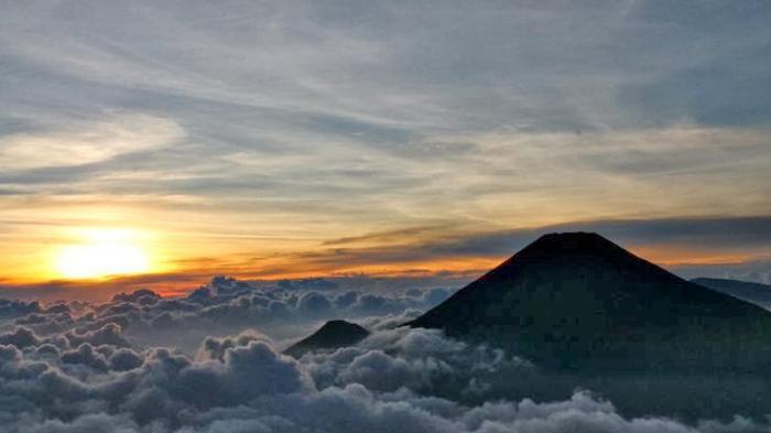 Mulai Hari Ini, Pendakian Gunung Lawu Ditutup Akibat Kebakaran Hutan