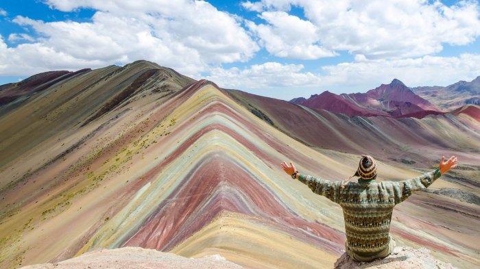 Melihat Rainbow Mountain, Lanskap Indah Gunung Pelangi yang Terbentuk dari Mineral Langka di Peru