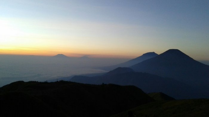 Sunrise di puncak Gunung Prau