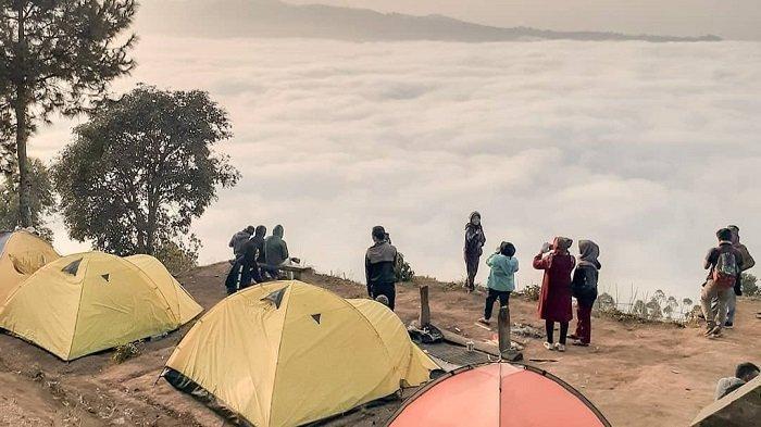 Foto-foto Gunung Putri Lembang, Negeri di Atas Awan Bandung Barat yang Viral di Medsos