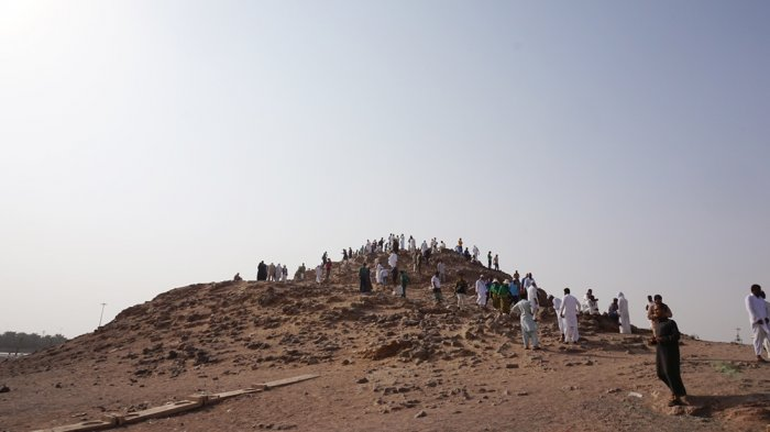 Jabal Uhud atau Gunung Uhud yang berada di bagian utara Kota Madinah, Arab Saudi.
