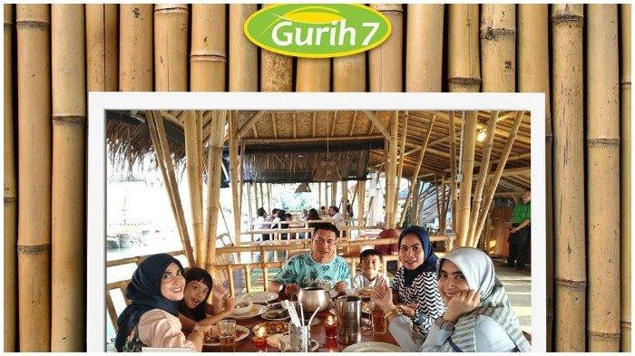 Pengunjung menikmati sajian di Gurih 7 Bogor