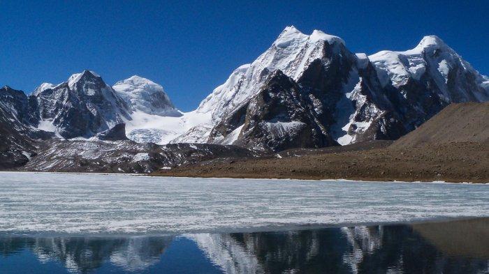 6 Tempat Misterius di Pegunungan Himalaya, Ada Danau yang Membeku Sepanjang Tahun