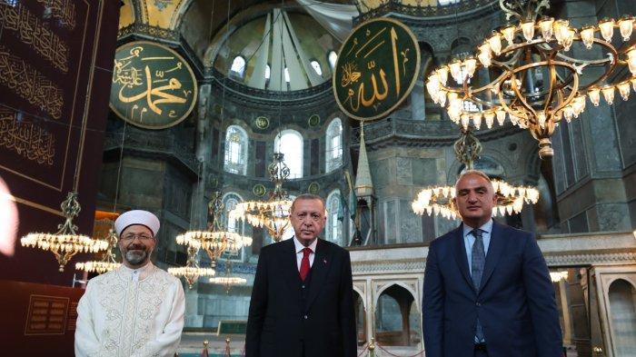 Momen Bersejarah! Hagia Sophia Gelar Shalat Jumat Pertama Kalinya, Ornamen Kristiani Ditutup Tirai