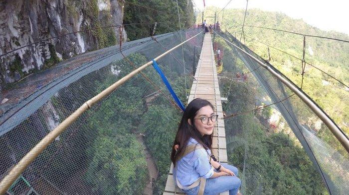 Menyusuri Helena Sky Bridge, Jembatan Menantang di atas 'Kerajaan Kupu-kupu' Sulawesi Selatan