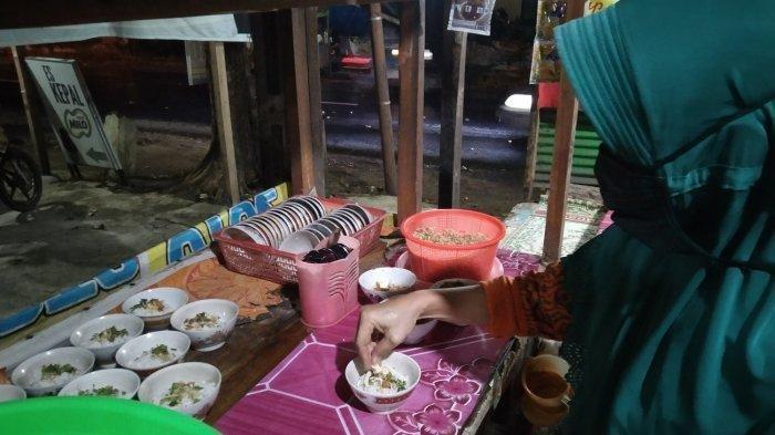 TRAVEL UPDATE: Viral di Medsos, Warung Ini Jual Soto Ayam Cuma Rp 1.000 per Porsi, Mau?