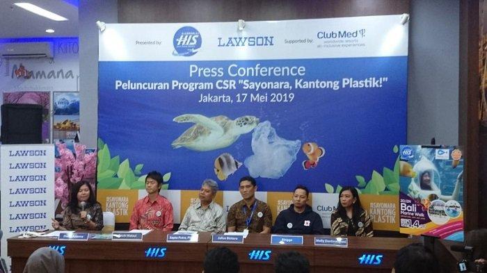 H.I.S. Travel Indonesia bekerjasama dengan Lawson Indonesia dan Club Med resort mengajak masyarakat mengurangi volume sampah plastik.