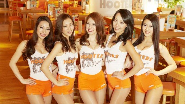 Hooters Jepang - Selain Murah Meriah, Makan di Tempat Ini Juga Bakal Dilayani Sama Waiters Cantik
