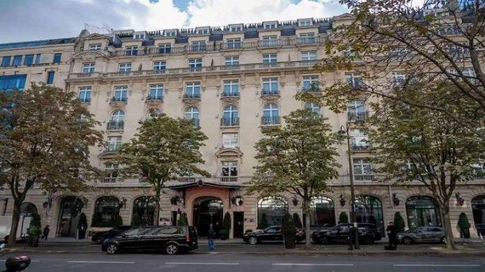 hotel tempat Messi menginap yang lokasinya tidak jauh dari Arc de Triomphe.