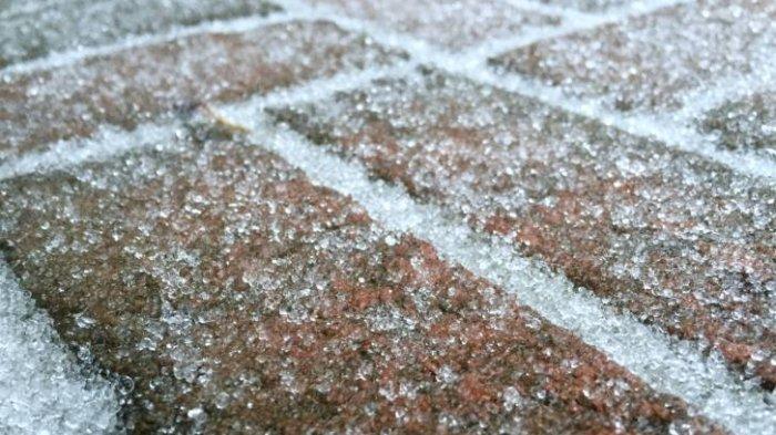 BMKG Beri Penjelasan Lengkap Terkait Fenomena Hujan Es di Bandung