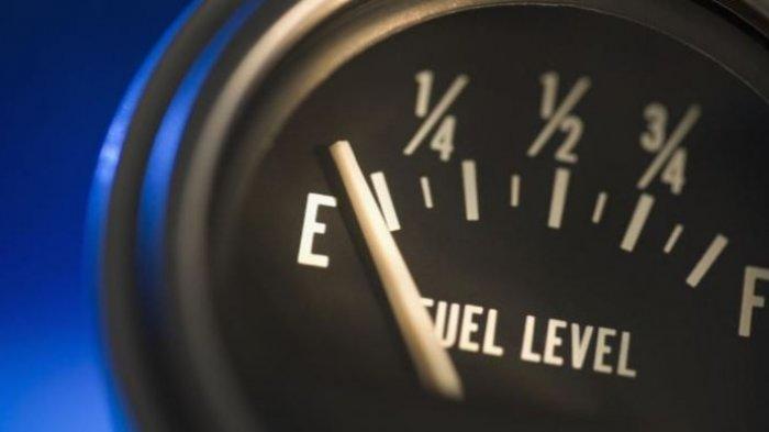 Ketika indikator peringatan bensin habis menyala dan menunjuk huruf E, jangan panik!