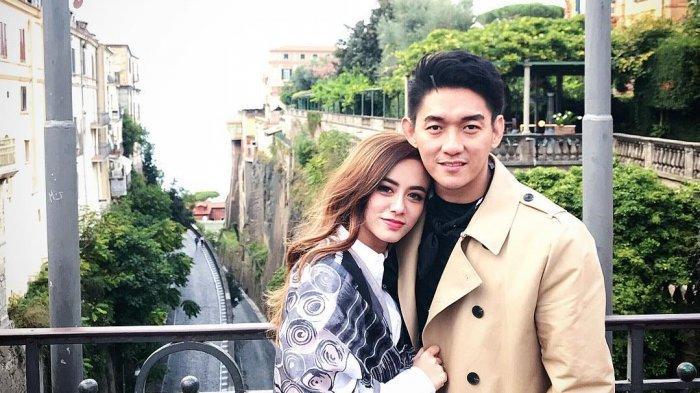 Romantisnya Potret Liburan Ifan 'Seventeen' dan Dylan Sahara di Santorini
