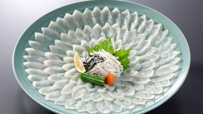 Sajian Ikan buntal sashimi