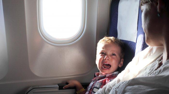 4 Tips Membawa Bayi agar Tidak Menangis Saat Naik Pesawat
