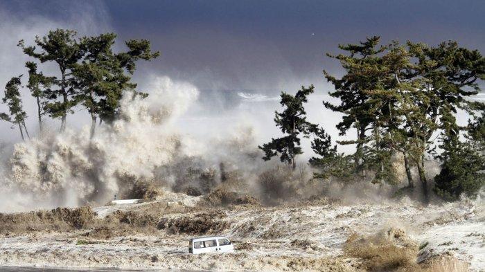 Ilustrasi bencana tsunami dan dampaknya