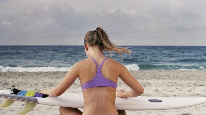 Sembarangan Berjemur Pakai Bikini, Turis Ini Didenda Rp 3,5 Juta
