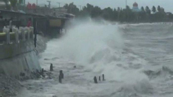 Ilustrasi gelombang tinggi di Indonesia