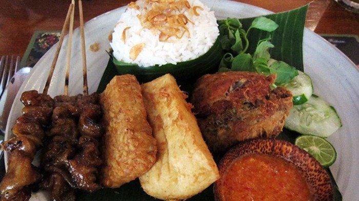 Ilustrasi hidangan nasi uduk