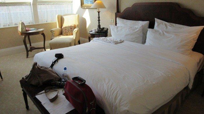 Kenapa Seprai Hotel Kebanyakan Berwarna Putih? Ternyata Ini Alasannya
