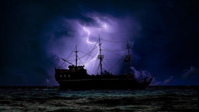 Viral Video Momen Menegangkan Kapal Tanker Minyak Bertahan Dihantam Ombak Besar