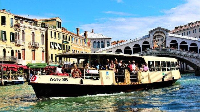 Ilustrasi kapal vaperetto atau bus air di Venesia, Italia, Sabtu (29/8/2020).