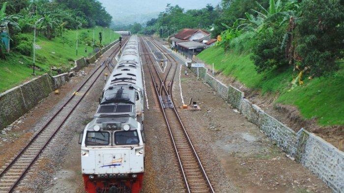 Ilustrasi kereta api yang melakukan perjalanan rute Solo-Blitar