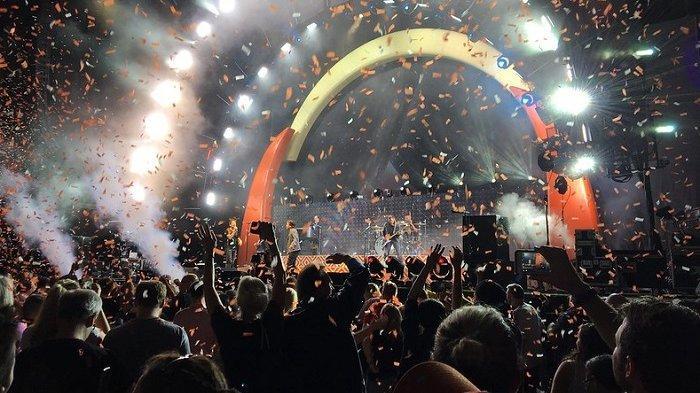 Tanpa Jarak Sosial, 5.000 Orang Hadiri Konser Uji Coba di Barcelona