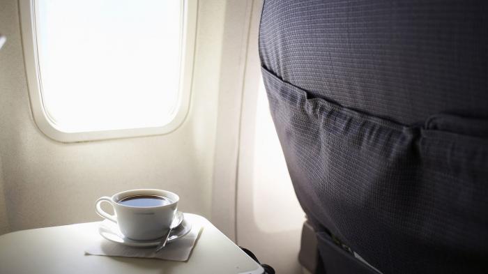 Pilot ini Beberkan Sejumlah Rahasia Menijikkan soal Kopi di Pesawat