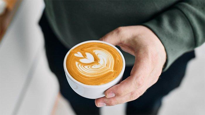 Barista Kaget saat Latte Buatannya Dibungkus Pakai Plastik, Videonya Viral di Medsos