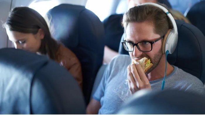 13 Makanan Ini Ternyata Berbahaya Jika Dikonsumsi Saat Naik Pesawat, Apa Saja?