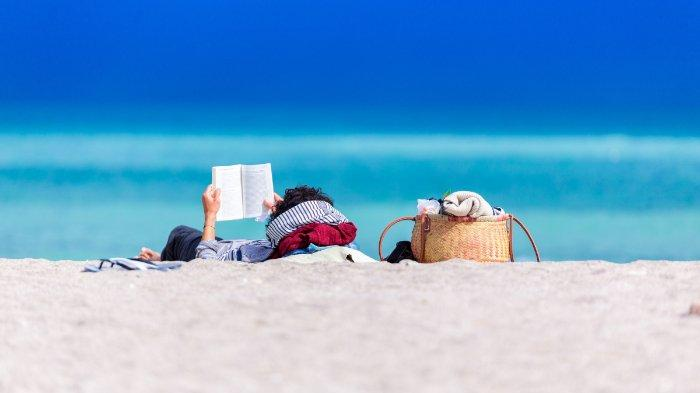 Resor Mewah di Maldives Cari Seorang Kutu Buku untuk Jalankan Toko Buku di Tepi Pantai, Tertarik?