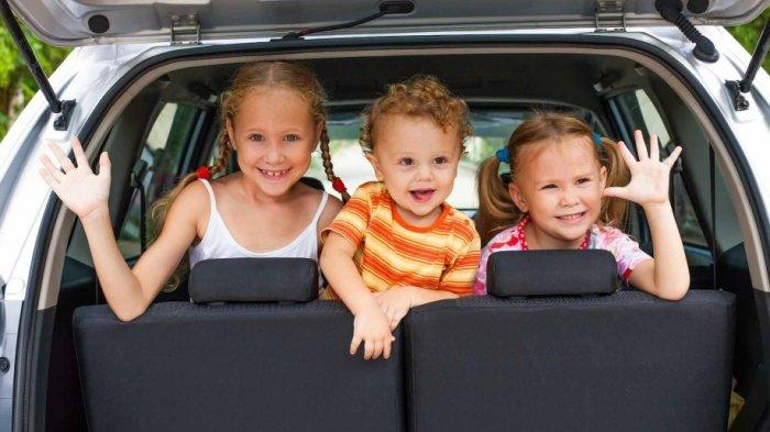 Ilustrasi liburan akhir pekan dengan menggunakan kendaraan pribadi