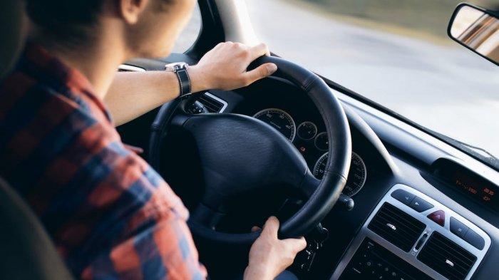 5 Tips Menyetir Mobil dengan Aman dalam Cuaca Buruk, Saat Hujan Lebat hingga Badai Pasir