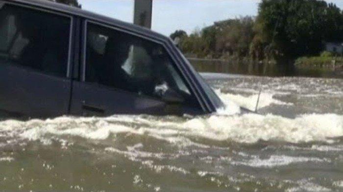 Jangan Panik! Ini yang Harus Dilakukan Jika Terjebak di Dalam Mobil yang Tenggelam