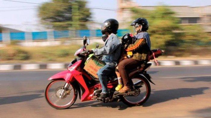 Ilustrasi Mudik dengan Menaiki Sepeda Motor