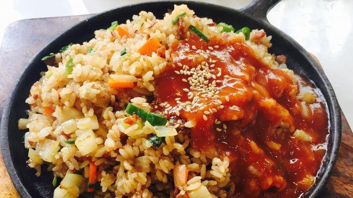 Ilustrasi nasi goreng jumbo