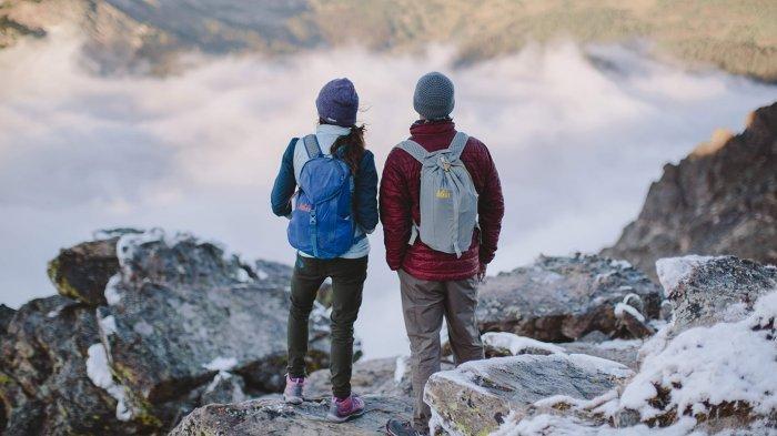 4 Alasan Kenapa Pemakaian Celana Jeans Tidak Direkomendasikan Saat Naik Gunung Tribun Travel