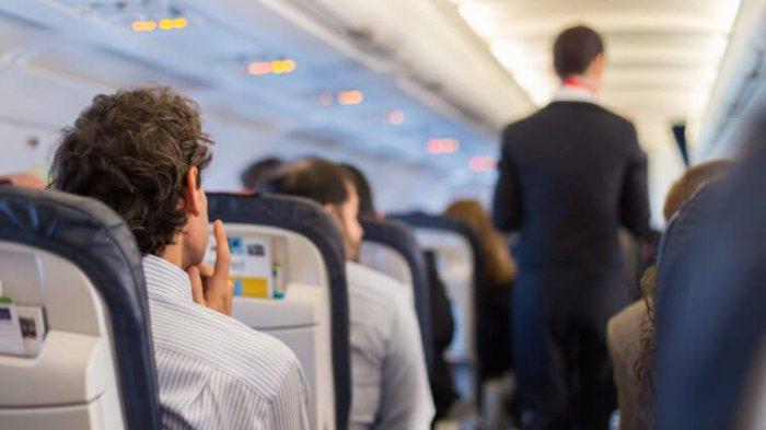 Satu Keluarga ini Terpaksa Duduk di Lantai Pesawat karena Kursi Pesawat Nomor Mereka Tak Ada