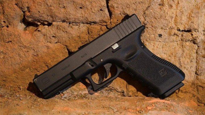 Ilustrasi pistol airsoft