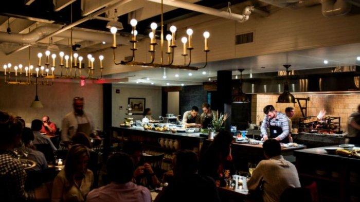 10 Hal Aneh Ini Akan Kamu Temui Pas Makan di Restoran di Amerika, Termasuk Saat Masuk ke Toiletnya