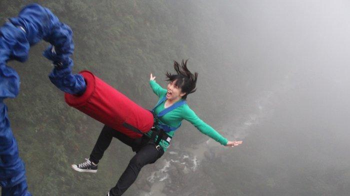 Salah Artikan Sinyal saat Bungee Jumping, Wanita Ini Terjun Bebas dari Jembatan