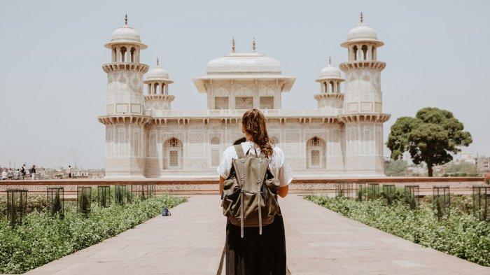 Ilustrasi solo traveling ke Agra, India
