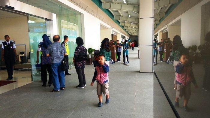 Ilustrasi: Suasana di terminal keberangkatan penumpang Bandara YIA, Jumat (10/5/2019).