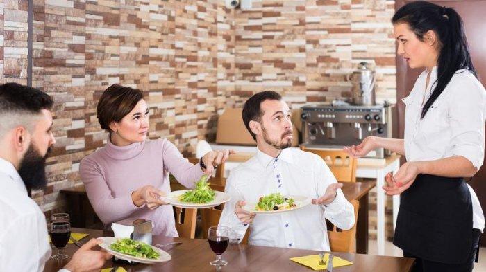 8 Kelakuan Tamu yang Bikin Pelayan Restoran Kesal, Jangan Pernah Menumpuk Piring