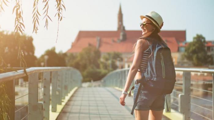 Ilustrasi traveling